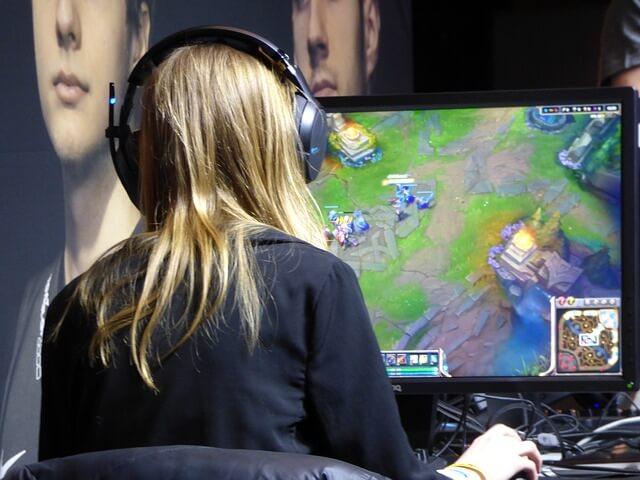 Zakup sprzętu – słuchawki dla graczy