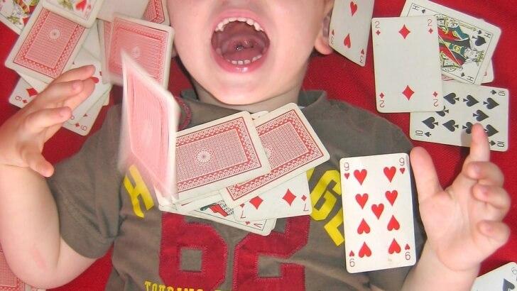 Czy pozwalać grać dziecku w karty?